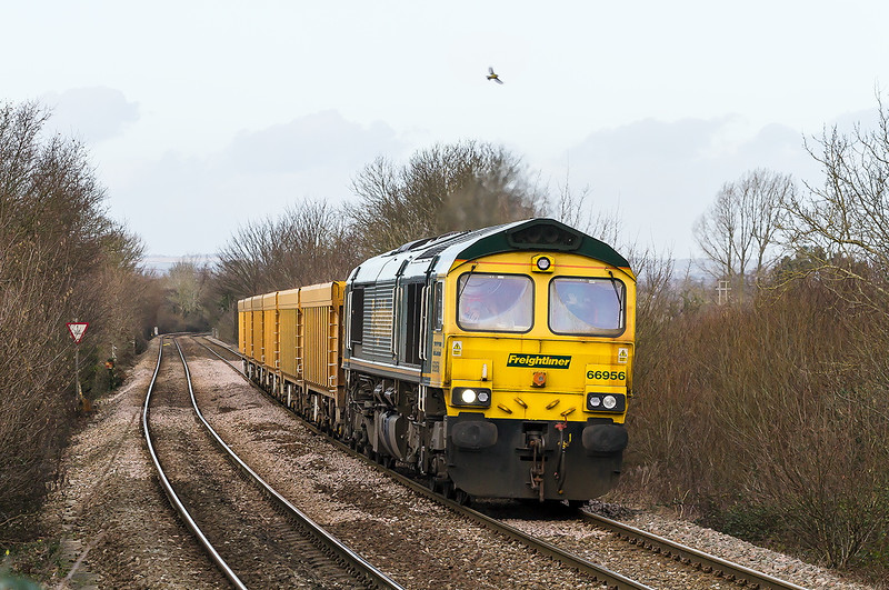 10th Jan 2015:  With the driver giving a wave 66956 has only 6 IOAs on the hook as it clinbs through Dilton Mash with 6O26 from Hinksey to Eastleigh