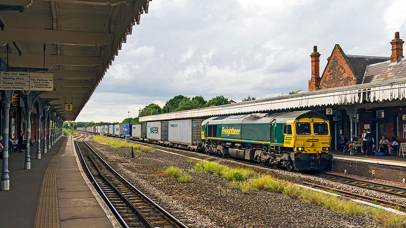 16th Jul 2015:  Running 30 minutes late though Bury St Edmonds and fortunately caatching a little sun is 66955 on the point of 4L85 from Doncaster to Felixstowe