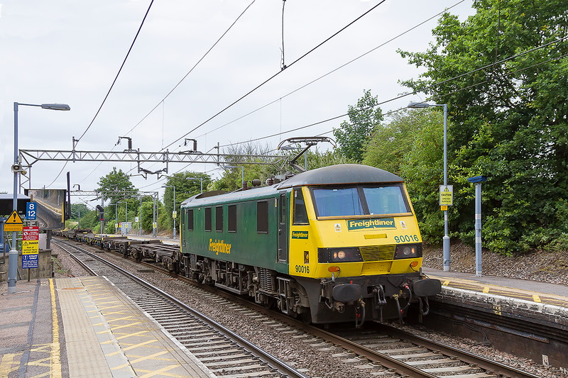 16th Jul 2015:  Captured at Marks Tey is 90016 hauling 4L39 from Trafford Park to Felixstowe