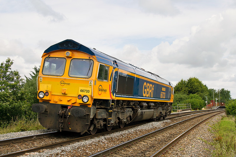 23rd Jul 2015:  Having managed a very distant shot of 66753  working 6M40 to Stud Farm yesterday it seemed a good idea to drop into Dilton Marsh for a close up snap of the loco  as it came back from Eastleigh to work 6M410 again.  Unusually there had been a swap and it was 66733.  Hey ho as I have only one shot of 733 I went to Edington & Bratton to capture 6M40 on the Berks & Hants.  I arrived, I though,t in good time but but it ran 29 minutes early and I was still unpacking the camera.  Full bling as well so not my day.