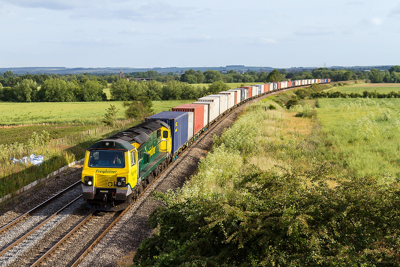18th Jun 2015:    Catching the evening light at Culham is 70008 fronting 4M99 from Southampton to Trafford Park