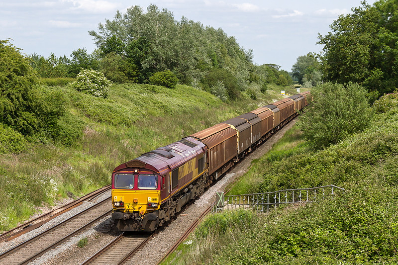 18th Jun 2015:  66199 is pictured at Baulking witrh 6V47 empty Cargo Wagons from Tilbury to Trostre