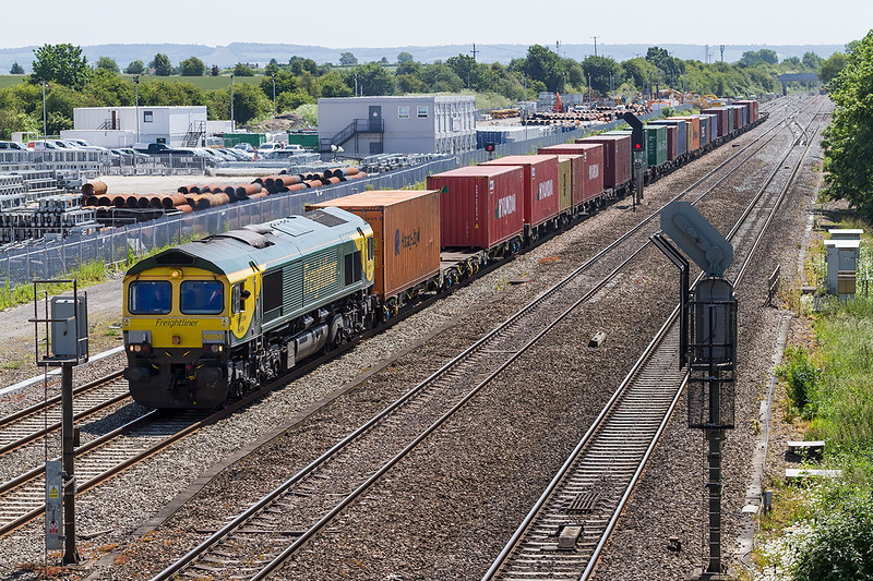 18th Jun 2015:  With the now slightly revised front end paint scheme 66504 passes the site of the Moreton Cutting Marshellin Yard with 4M28 from Southampton to Ditton liner.  I think that removal of the grey front is an improvement.