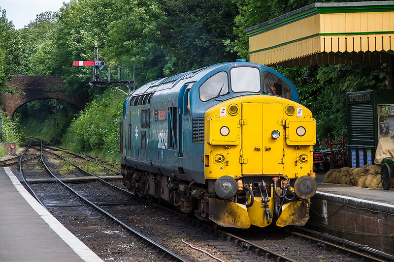 27th Jun 2015:  On a steam only day the last thing that I expected to see was 37324 'Clydebridge'.  I think that it had run down from Ropley to shunt the ECS from the last Alton Service.