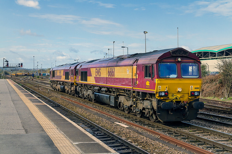 30th Mar 2015:  66161 & 66085 prepare to leave for Eastleigh with the loadless morning Departmental from Westbury (0O41)