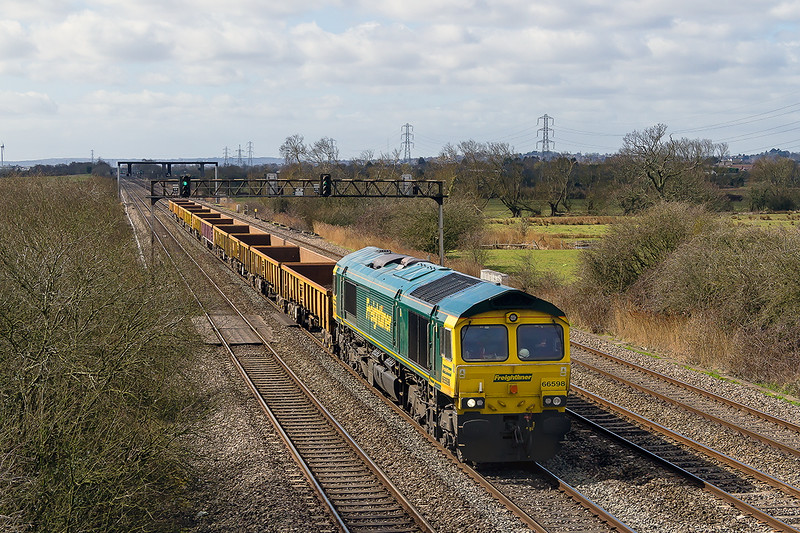 26th Mar 2015:  Covering the turn for Colas is Freightliner 66598 on the point of 6Z52 the 11.53 Margam Knuckle Yard to Westbury with 10 JNAs