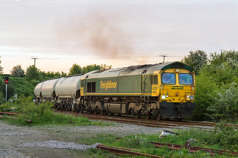 24th May 2015:  At 8.42pm 66617 rounds the curve at Hawkeridge Junction with 6V82 Tunstead to Westbury Lafarge (Cement Works) loaded JGA Cement Tanks.  1/320 @ f5, Canon 24-105 F4  iso 1600,  Canon 7D