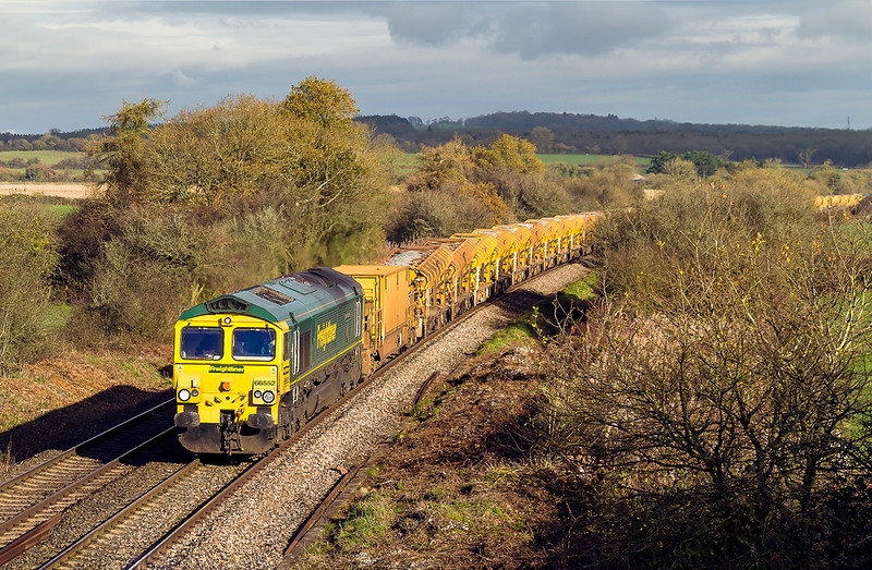 22nd Nov 2015:   66552 'Maltby Raider' leads the full HOBC set with 66555 out of sight on the rear.  6Y19 starting from Basingstoke and  heading for Fairwater Yard is running down Brewham Bank at Strap Lane in Upton Noble.  Recent tree clearance has opened up the shot in both direction.