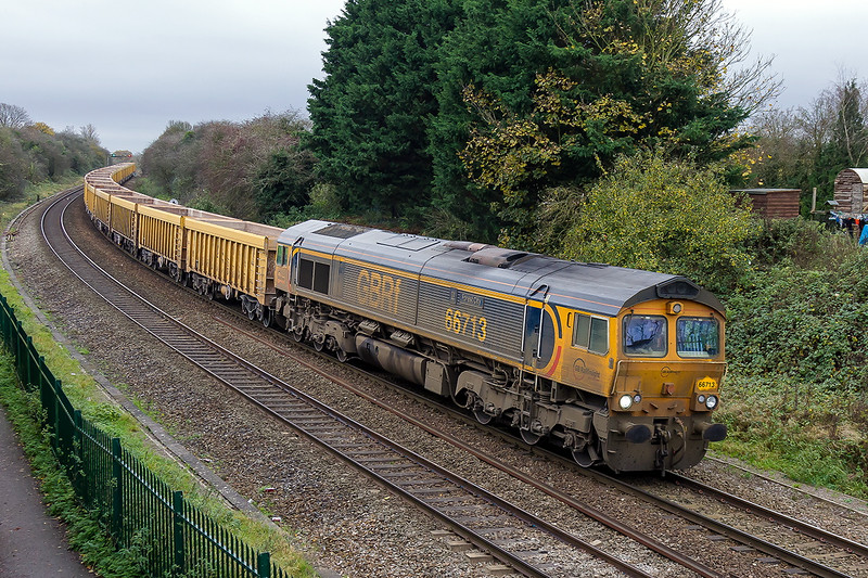 10th Nov 2015:  A very dirty 667013 'Forest City' nearing Bradford Junction with 6M40 from Westbury to Stud Farm