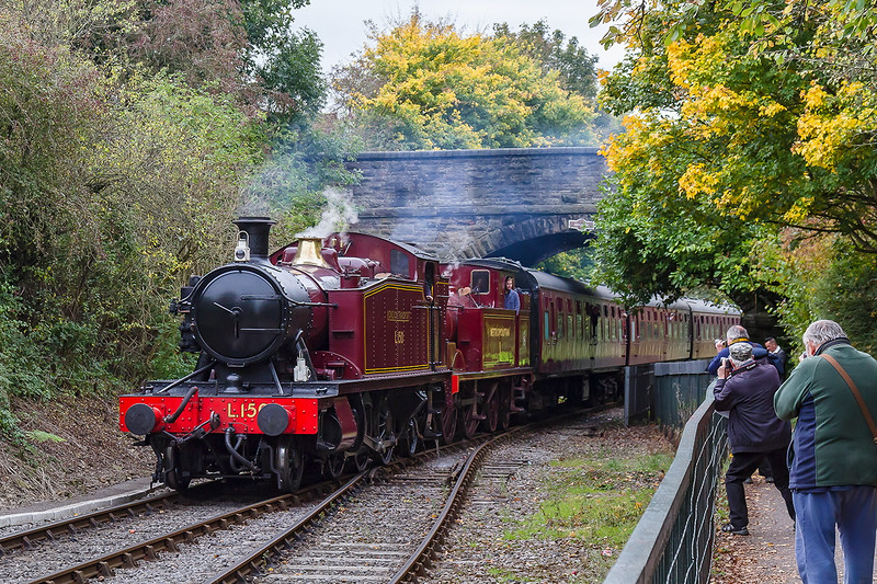 17th Oct 2015:  L150 and Metropolitain 1 arriving at Oldland Common on the Avon Valley Railway