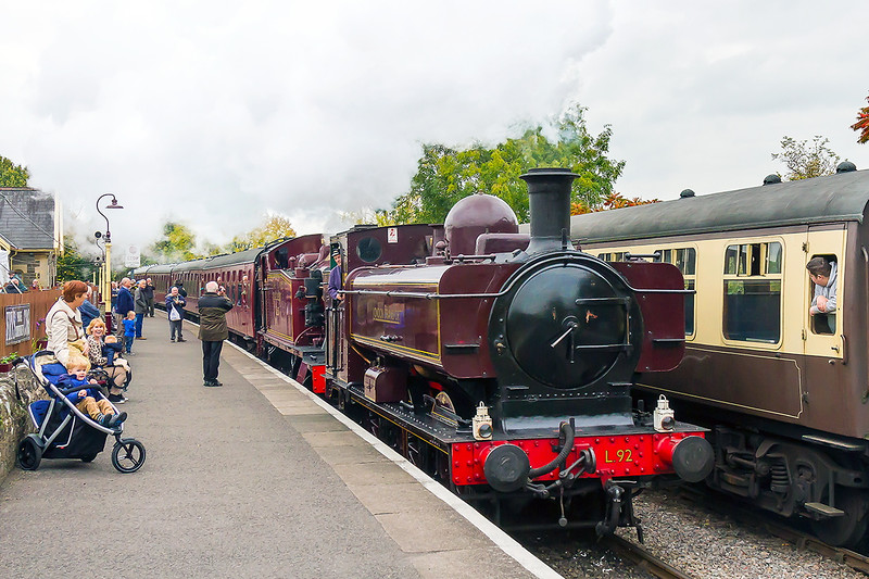 17th Oct 2015:  At the Avon Valley Railway Gala two GWR locos in London Transport livery arrive at Bitton.  L 92 was 5752 and L150 was 5521.  The forner was used by LT from Febury 1957 untill they had no further use for in the the 1960s