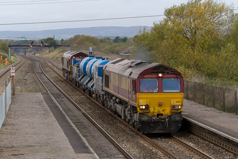 23rd Oct 2015:  The Barton Hill based RHTT set  running East through Pilning on it's way to Weston Super Mare and then back to Barton Hill. Departing at 21.07 and covering the line to Wesatbury and the large parts of South Wales it will arive back at base at 13.09.  66119 TnT 66170.