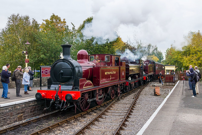17th Oct 2015:  The Triple Header enters Bitton from the South