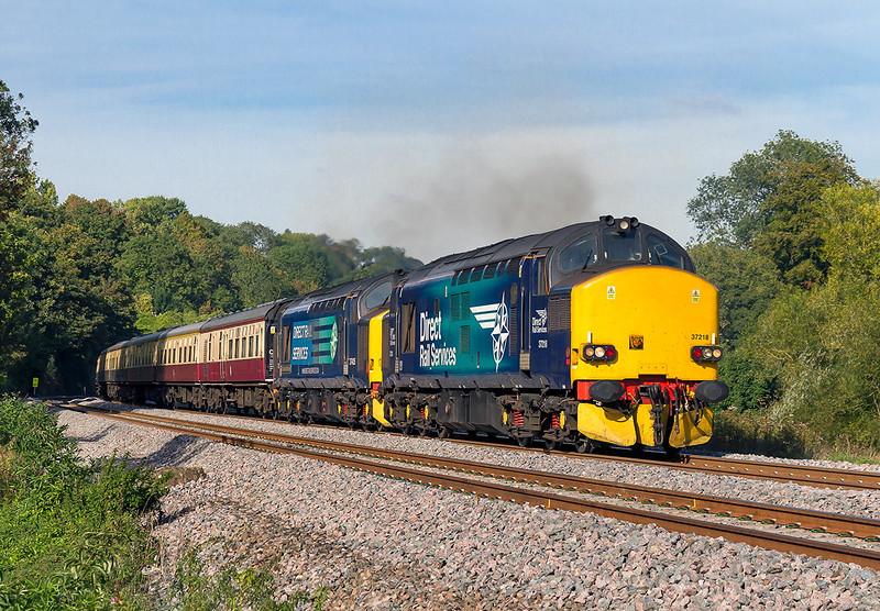 29th Sep 2015:  Having slowed for a signal check in the Avon Valley 37218 & 37425 open up as they pass under the Dundas Aquaduct and get a 'Green'.  5Z39  is taking the ECS that was used on the 4 day long 'Highland Chieftain' tour back to Eastleigh from Exeter,  The sound was impresive as they passed Youngs Crossing.