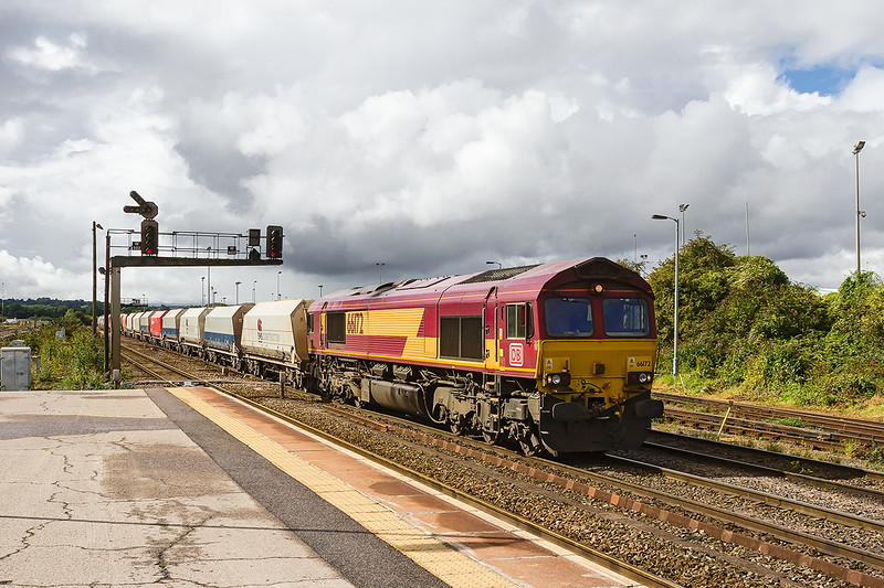 14th Sep 2015:  Having made a crew stop 66172 moves to the signal ready to take the Whatley to Hothfield up the Berks & Hants.  Hiding behind the train were 6 X Colas 70s and 60096.