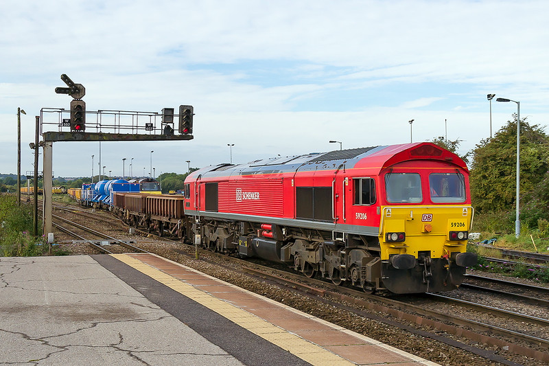 17th Sep 2015:  59206 does a spot of shunting at Westbury.  I would not have bothered to picture it if there had not been some blue tanks in the consist.  It turned out to be Network Rail Sandite set 011
