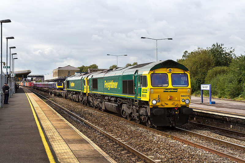 17th Sep 2015:  Standing on the through road at Swindon to allow an HST to overtake are 66572 & 66587.  The pair are working 4L32  from Bristol Freightlinr Terminal to Tilbury
