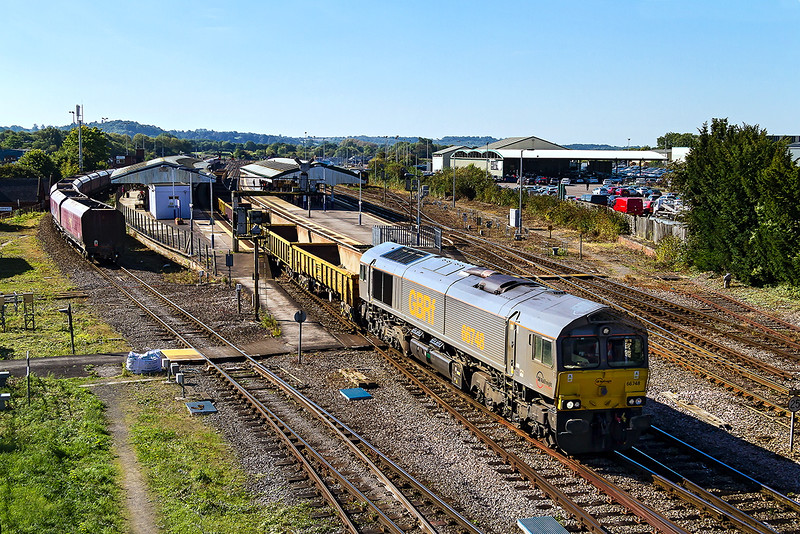 28th Sep 2015:  Unusually departing from the Down Yard 6M40 the Westbury to Stud Farm empties with 66748 on the point runs through Platform 1.  The load is a mixture of JNAs & MLAs