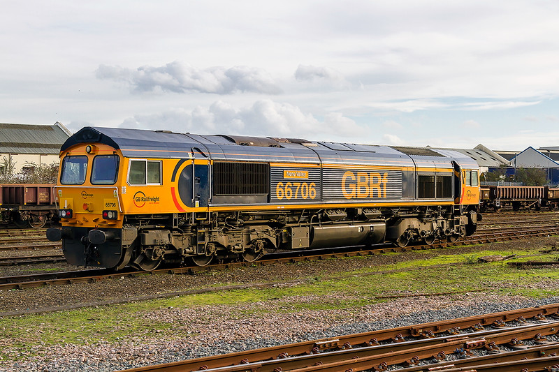 13th Jan 2016:  66706 'Nene Valley' waits at Eastleigh for the next call of duty