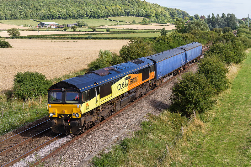 11th Aug 2016:  At the Warminster By Pass bridge 66850 passes with two Barrier Coaches.  4Z58 is working from Wimbledon E.M.U.D to Barry Island Colas Rail
