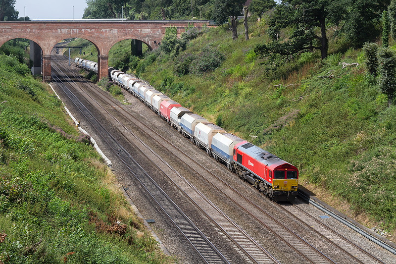 9th Aug 2016: 6M20 is the Whatley Quarry to St Pancras Churchyard Sidings today trusted to 66114.  Other that beeing able to see the bridge hight extention on the new A4 road bridge this view is not yet ruined by the electrification masts.  BUT THEY ARE ONLY A MATTER OF DAYS AWAY