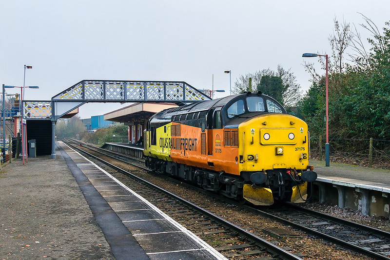 5th Dec 2016:  Carefull planing ensured that a necessary visit to Warminster coincided with the passage of 37175.  The Colas 37 was moving as 0F84 from Tonbridge West Yard to Cardiff.  2 othe regulars at Warminster Tony & Martin had managed the same thing !