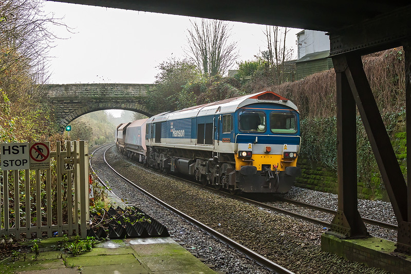 16th Dec 2016:  Entering the station at Trowwbridge is 59104 on the point of 6B12 from Merekead to Wootton Bassett