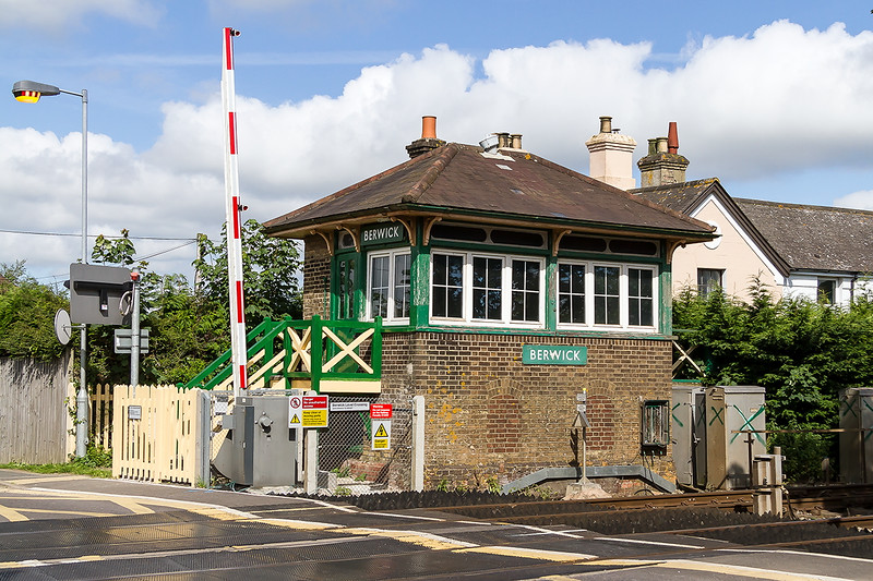 3rd Jul 2016:  Berwick signal box is still here though all the semaphoer signals are no more.  Perhaps it iss listed