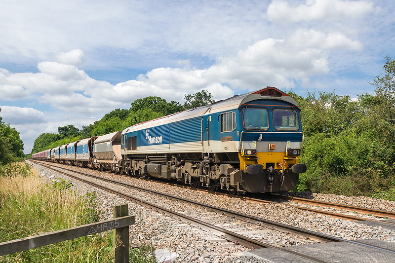 6th Jul 2016:  59102 is nearing Fairwood Junction with 7B12 from Merehead to Wootton Bassett