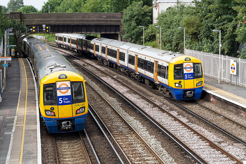 19th Jun 2016:  Two London Oveground 378s at Anerley.  151 is working 9C16 the 09.22 Shadwell to West Croydon and 142  9D18 the 09.42 from West Croydon to Shadwell