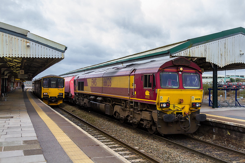 24th Mar 2016:  Standing in Platform 2 at Westbury is 66128 waiting to depart for St Pancras Churghyard Siding with 6M20 from Whatley Quarry.  Visible from Platform 3 (behind the train) were 3x Colas 70s and a Colas 668.  A GBRf and a Freight liner 66,  The Westbury shunter 60039 was also running up and down in the loop