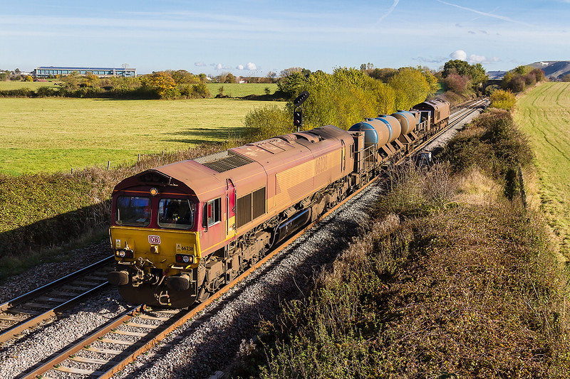 11th Nov 2016:  66238 now looking almost as grubby as 66160 on the other end heads for St Blazey.  3J13 started from Westbury and went to Salisbury and back.  When there it will refill and charge off to do the Cornish lines etc.