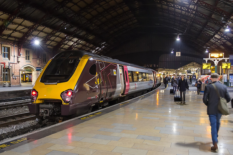 2nd Nov 2016:  Now running 26 minutes late 220004 stands at Bristol Temple Meads with 1V64 the 13.07 from Edinburgh to Plymouth
