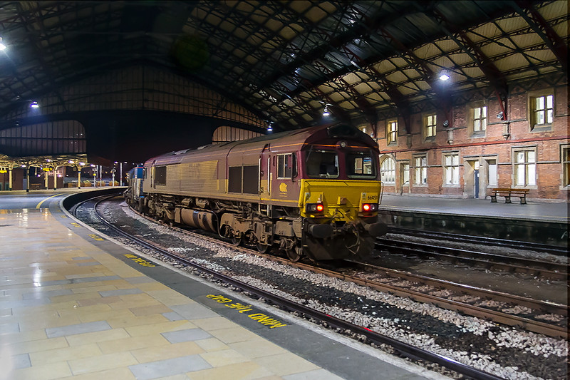 2nd Nov 2016:  In an apparently deserted Bristol Temple Meads 66051 is on the 'Squirter' from Bristol Barton Hill.  3S59 seems to cover most of the western world before it gets back to Bristol the following afternoon