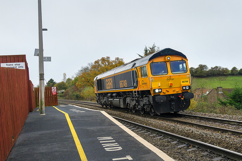15th Nov 2016:  66749 drifting down the hill though Dilton Marsh as it works 0V40 from Eastleigh to Westbury where it will power 6V40 to Stud Farm in Leicestershire.  iso 800 again.  As the line was blocked at Bradford Junction  I assumed that 6M40 would therefore run via the B & H. It did but departed from Westbury well before the booked time and so I missed it.  Mmmmm!