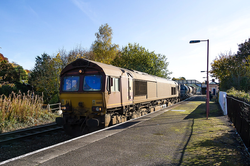 2nd Nov 2016:  Looking decidedly work stained 66160 on the front of 3J13 the RHTT heading to St Blazey from Westbury passes through Warminster.  66238 is on the other end