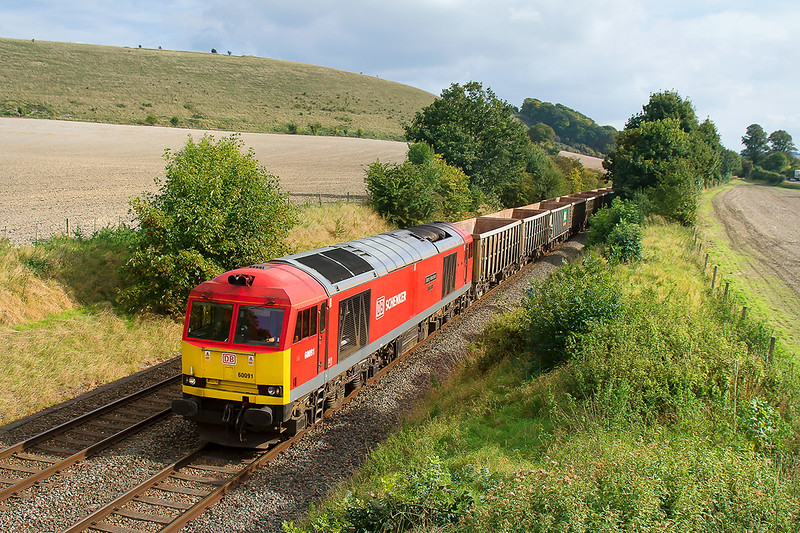 4th Oct 2016:  60091 at Norton Bavant with 6V12 the returning empties from Fareham to Whatley
