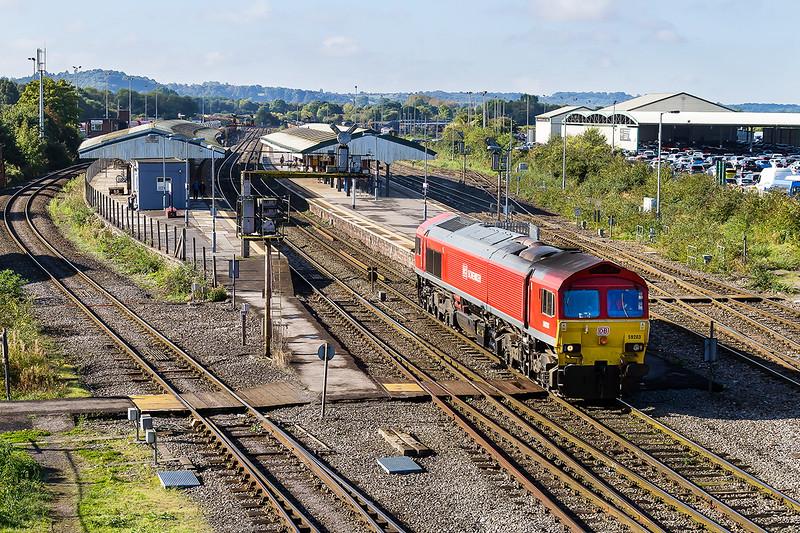 3rd Sep 2016:  59203  runs through platform 2 as it makes for the Up Yard via a reversal on the Berks & Hants line