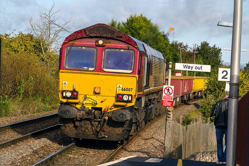 18th Oct 2016:  Another sunny morning for 6O41 from Westbury to Easteligh today with 66007 on the point.  Verticles here are virtually non exisstant apart from the camera on the down platform.  The mounting pole can be seen under the 'W' on the 'Way out' sign