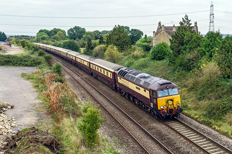 7th Oct 2016:  Sweeping round the curve passed Thingley Court Farm are 57305 and 57312 workiing the Northern Belle to Bath and Bristol Temple Meads.  1Z12 had started from Derby at 06.45.  Shame about the weather though