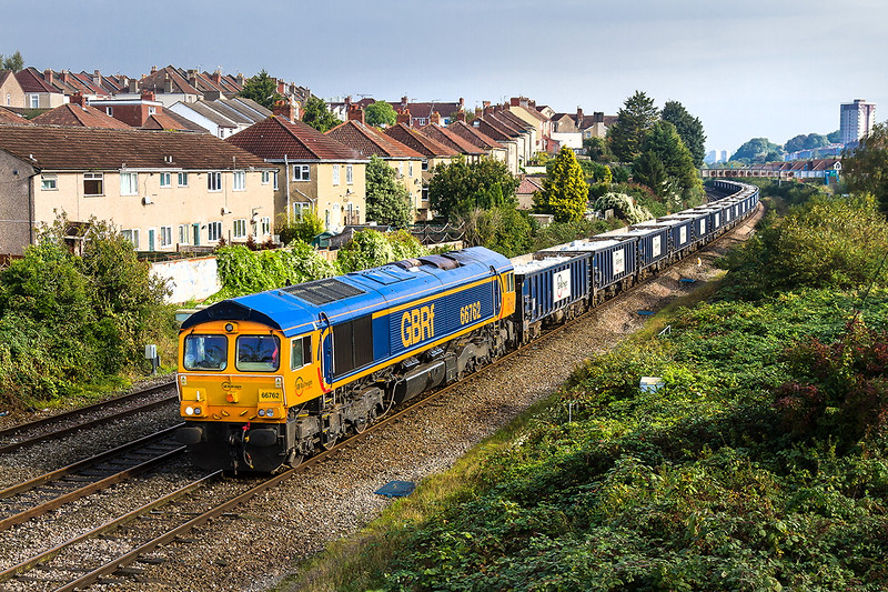 14th Oct 2016:  The forecast sun appeared at just the right time for 66762 heading 6V80 from Gascoigne Wood to Portburyto be pictured at Parson Street in Bristol