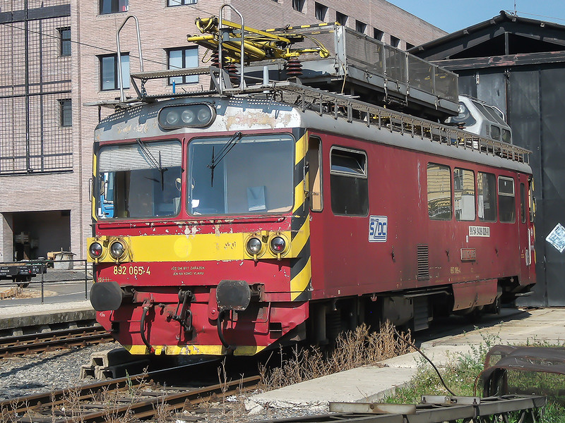 7th Sep 2016:  This self propelled interesting piece of kit  turned up whilst I was at Prague station. 892 065-4 is presumably used for inspecting the OLC