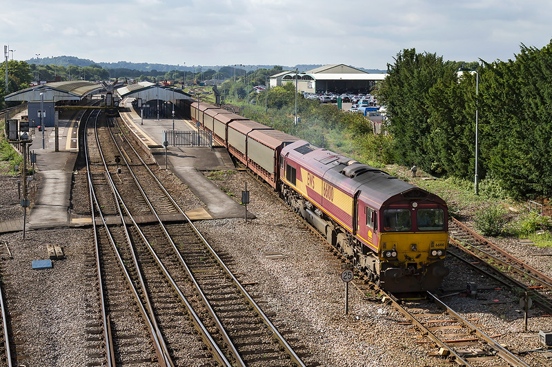 18th Sep 2016:  A very welcome sight on a Sunday morning is 66100 working 6M38 to Jaguar in Halewood from Southampton.  Line closure between Reading and Didcot is the cause of the diversion