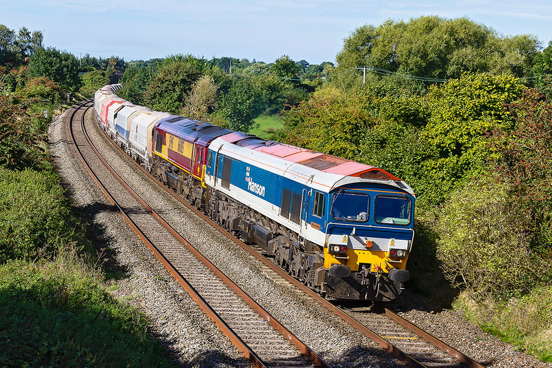 23rd Sep 2016:  Double stamps on 6M20 today.  Passing through Great Cheverell are 59103 & 66005 working from Whatley to Churchyard sidings at St Pancras.  This is usually powered only by a shed