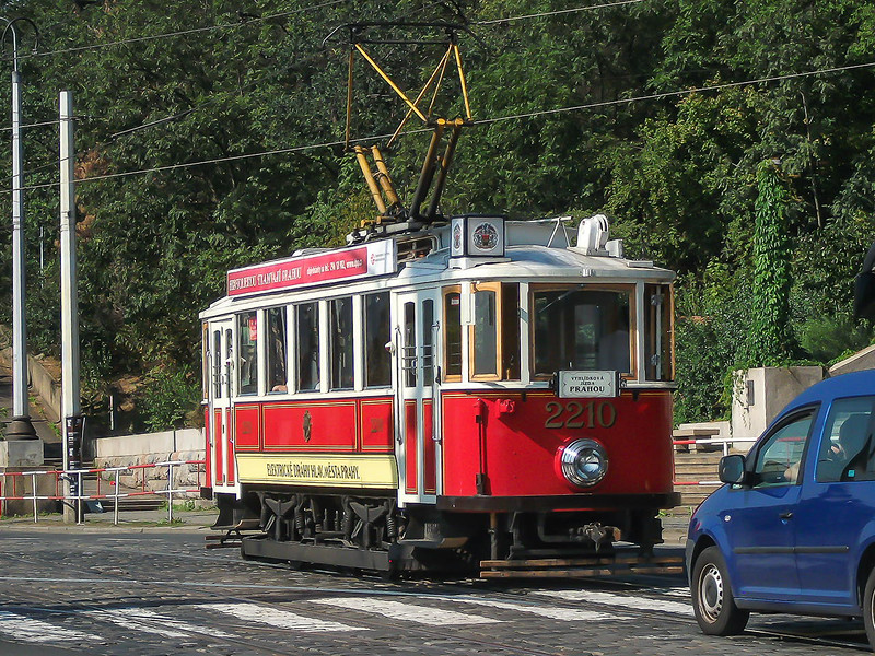 8th Sep 2016:  I had expected this 1920 beauty 2210 to turn left onto the Cechuv Bridge but it went straight on along Edvarda Benese