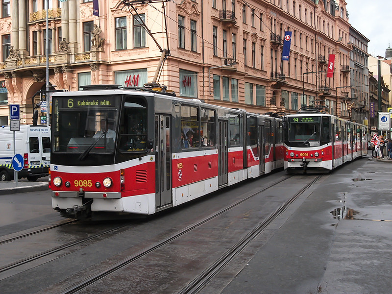 5th Sep 2016: Services 16 and 14 passing in Wenceslas Square
