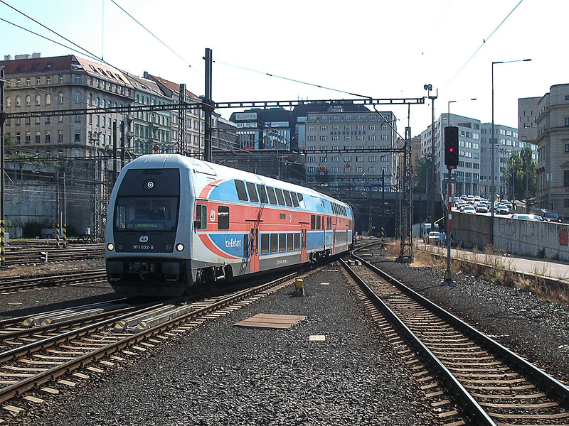 7th Sep 2016:  Arriving at Prague station having run through the tunnels to the south is 971 032-8 a 3 car Double Decker unit branded 'City Elefant'