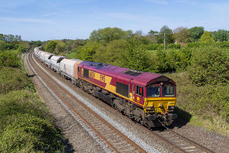 18th Apr 2017:  66024 nearing the site of Lavington Station as it works a late running 6M20 to the Tarmac Churchyard Sidings at St Pancras
