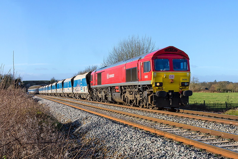 13th Jan 2017:  7B12 is the Wootton Bassett stone from Merehead today in the hands of 59202.  Captured at Fairwood it was running 16 minutes early.