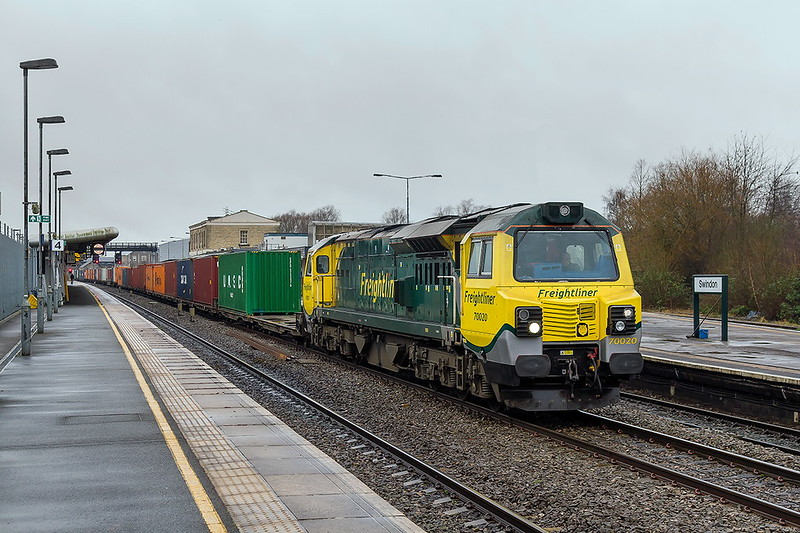 16th Jan 2017:  70020 stands  on the through road at Swindon for a schduled stop as it wiorks 4O70 from Cardiff Wentloog to Southampton